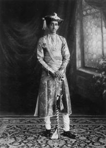 Investiture_of_his_Highness_Maharaja_Yeshwant_Rao_Holkar_Bahadur_of_Indore_9th_May_1930.jpg